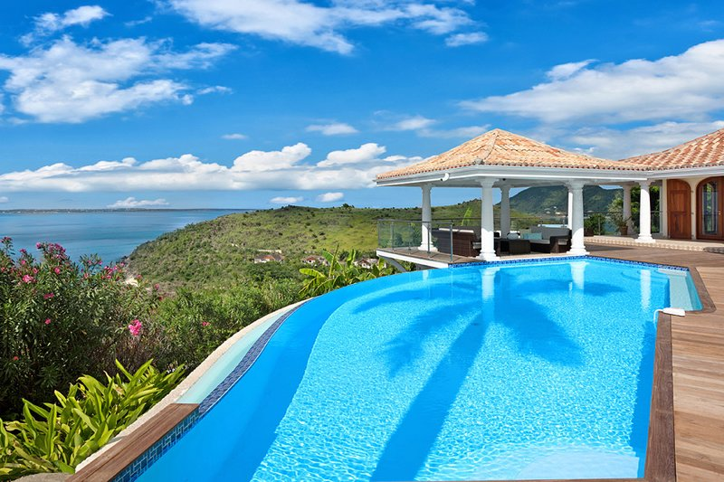 HAPPY BAY VILLA...  wonderful 4BR villa w/ full AC, heated pool!, aluguéis de temporada em La Savane