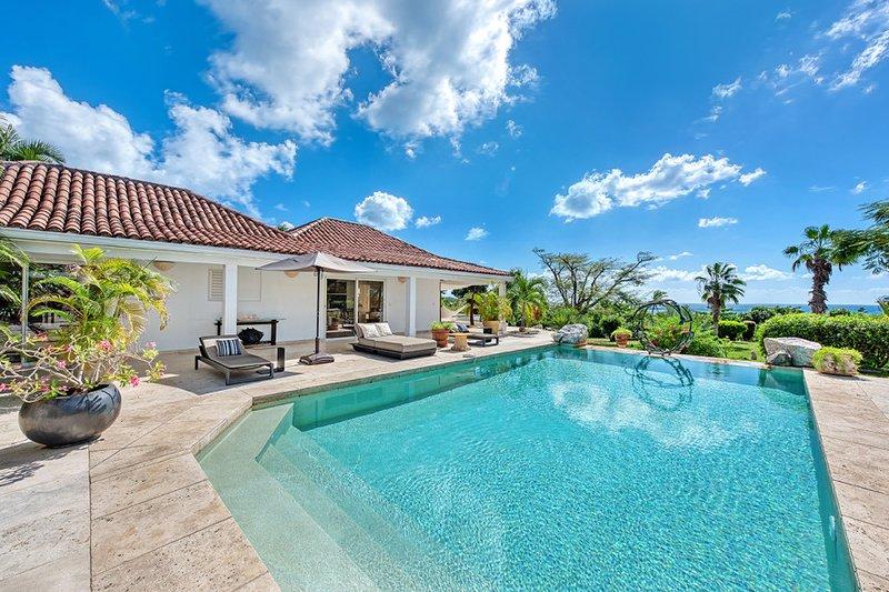 LA PINTA... 4BR Villa, Full AC, Tennis Court & Gym, Huge Pool Area, alquiler de vacaciones en Terres Basses