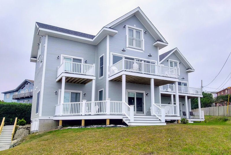 New Construction! Beach Side Rental with Expansive Views of 1st Beach (HighTide), holiday rental in Middletown