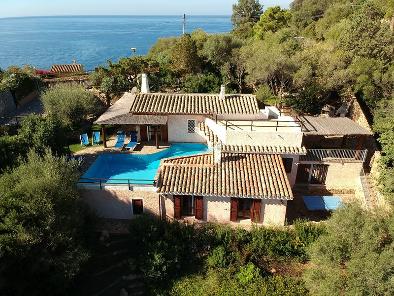Villa Nemea: Quiet Sardinian style Villa with great views and pool, holiday rental in Torre delle Stelle