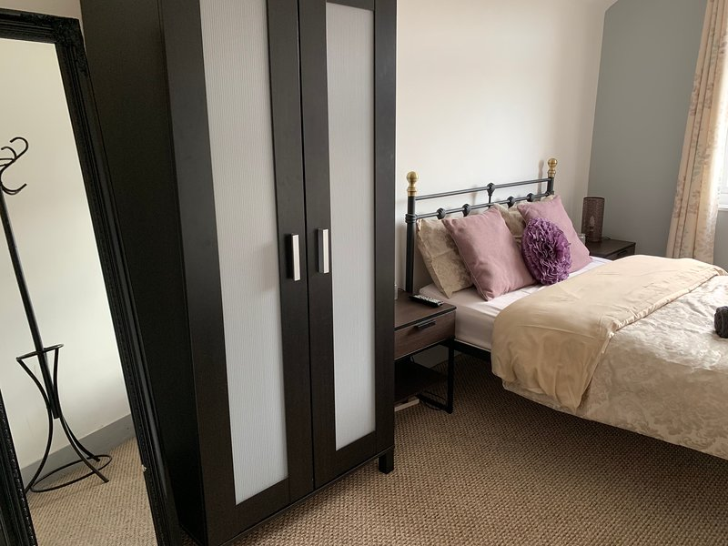 Self-Catering Private Room-Fuller House Room 1, holiday rental in Market Harborough