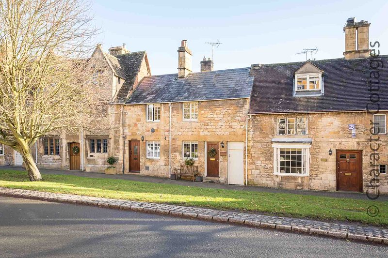 Lanes Cottage is a charming Grade II listed property in lovely Chipping Campden – semesterbostad i Chipping Campden