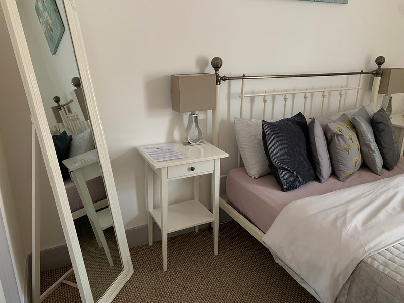 Self-Catering Private Room-Fuller House Room 3, holiday rental in Market Harborough