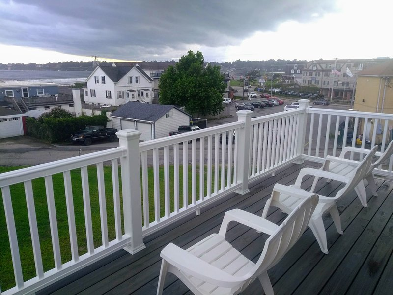 New Construction! Beach Side Rental with Expansive Views of 1st Beach (Sea Side), holiday rental in Middletown