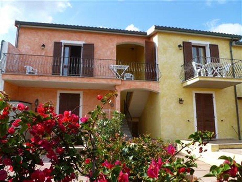 APPARTAMENTO VISTA MARE A POCHI PASSI DALLA SPIAGGIA, holiday rental in La Ciaccia