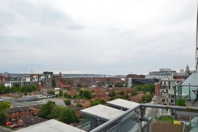 17KS Modern penthouse with phenomenal views & parking, holiday rental in Liverpool