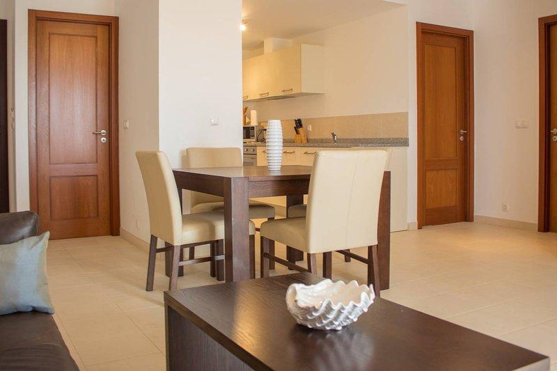Luxury Self Catering Apartment - Pool views, location de vacances à Espargos