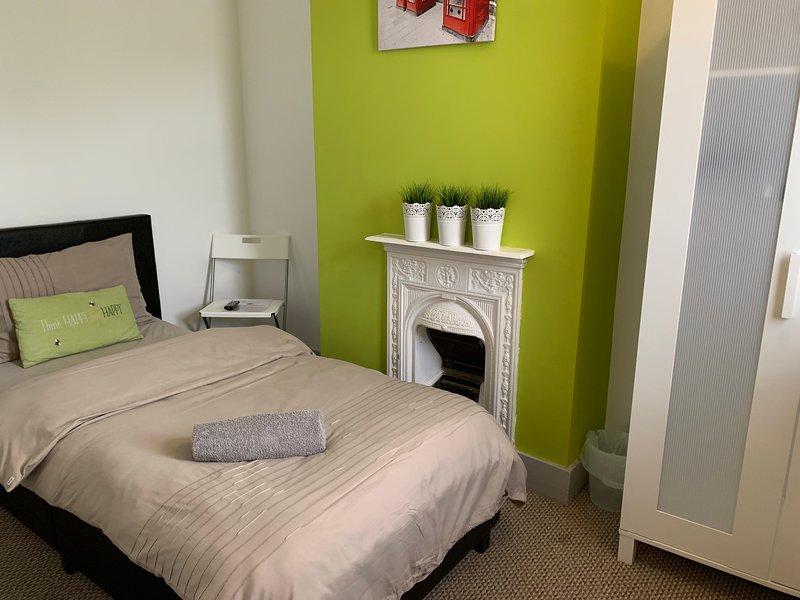 Self-Catering Private Room-Fuller House Room 2, holiday rental in Market Harborough