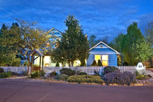 The Blue Moon House is your own private Oasis in Downtown Ashland