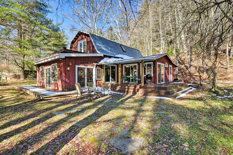 'Da Barn' Cashiers Area Cottage on Private Meadow!, holiday rental in Glenville