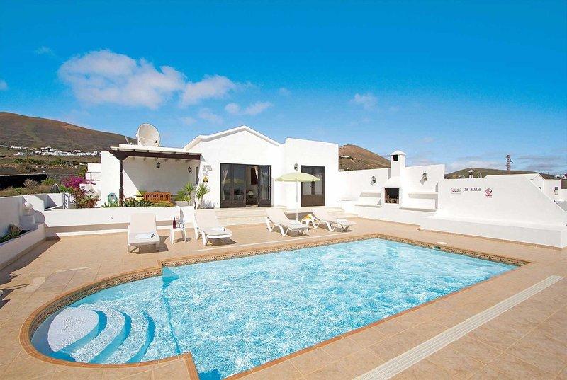 Modern villa in reach of local village and beach, Ferienwohnung in Macher