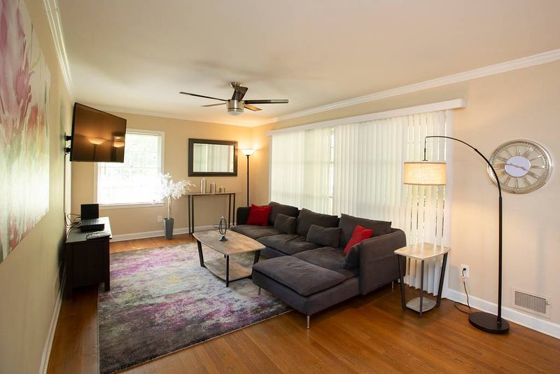 Huge,Stunning 5BR Decatur sleeps 11, aluguéis de temporada em Pine Lake