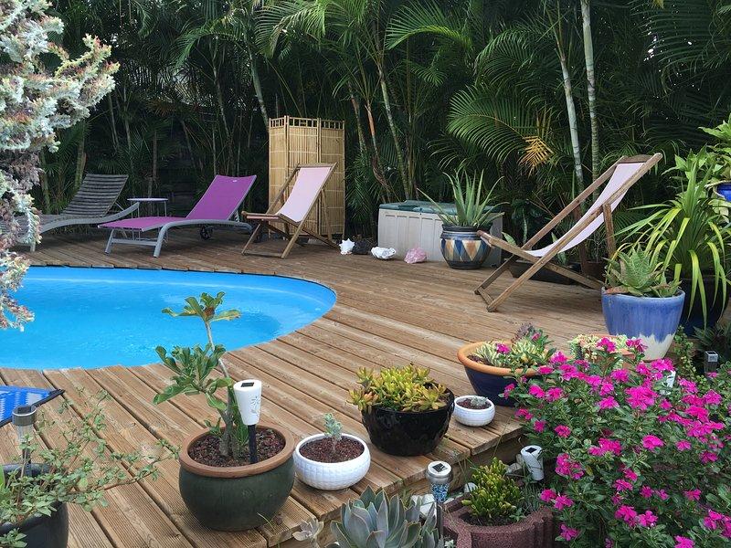Nice bungalow with pool access, location de vacances à Bois de Nefles