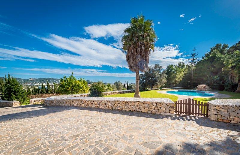 VILLA LA TORRE, location de vacances à Cala Llonga