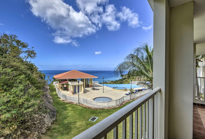 Heavenly Aguadilla Condo w/ Infinity Pool & Views!, location de vacances à Aguadilla