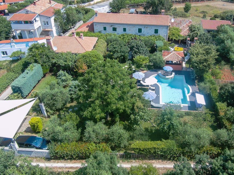Tradional Istrian house in Pula - Banko apartment great holiday for a family, holiday rental in Vinkuran
