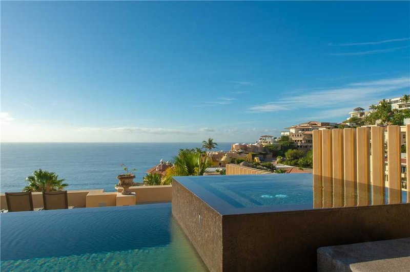 Stunning Ocean Views & Swim-Up Pool Bar at Villa Gran Vista!, location de vacances à Cabo San Lucas