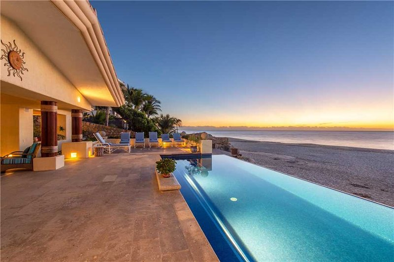 Beachfront Living at its Best! Villa De La Playa, 6 BR, holiday rental in Cabo San Lucas