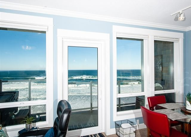 No Worries Mate - Top Floor Oceanfront Condo, Private Hot Tub, Indoor Pool, Wifi, holiday rental in Lincoln City