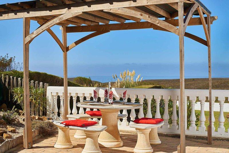 Praia da Arrifana Villa Sleeps 6 with Pool and WiFi - 5604860, aluguéis de temporada em Aljezur