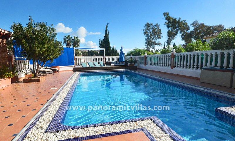 Mijas Villa Sleeps 10 with Pool Air Con and WiFi - 5700420, vacation rental in Las Lagunas de Mijas