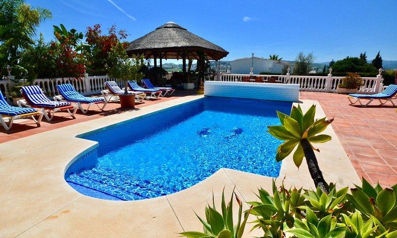 Mijas Villa Sleeps 9 with Pool Air Con and WiFi - 5700539, vacation rental in Las Lagunas de Mijas