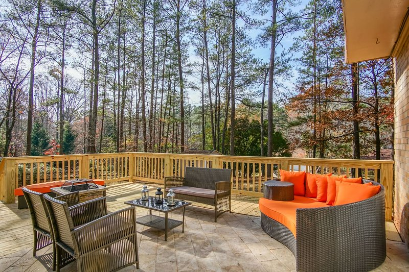 Boutique Atlanta Home, sleeps 13, ALL NEW, vacation rental in Stockbridge