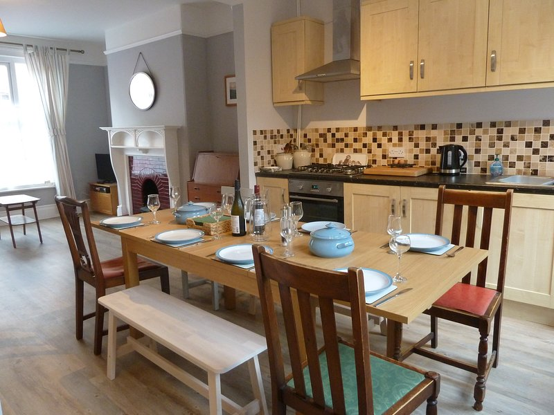 Kitchen / diner set to accommodate 8