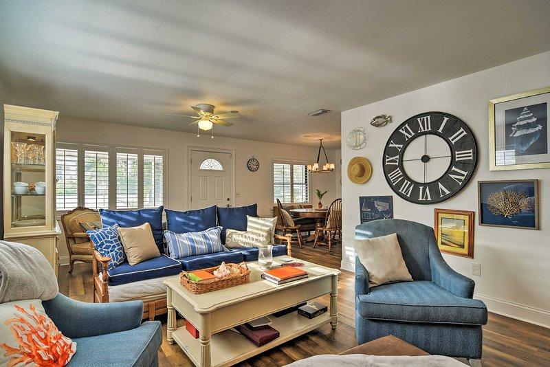 Welcoming Redington Beach Home w/ Furnished Patio!, alquiler de vacaciones en Redington Beach