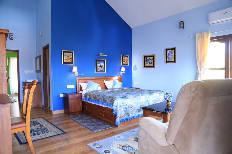 Luxury cottages with beautiful mountain view, vacation rental in Anachal