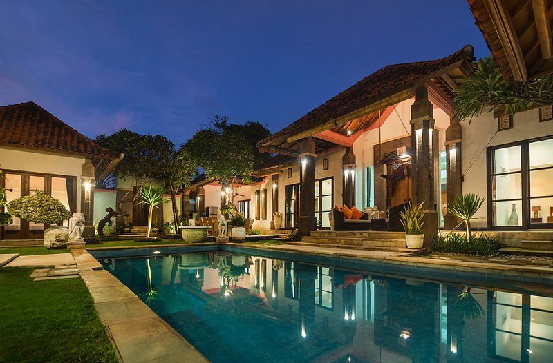 7 Bdr - Last Minute Deal 50%+ OFF!!! Nusa Dua, White Sandy Beaches, vacation rental in Nusa Dua