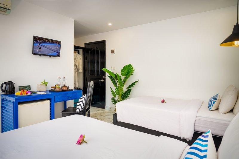 Deluxe Room # 2- with Breakfast, holiday rental in Svay Dangkum