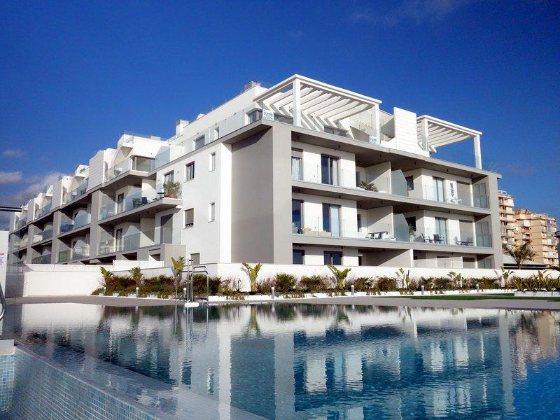 Magisk våning, granne med havet och poolen med stor takterrass och havsutsikt, vacation rental in El Morche
