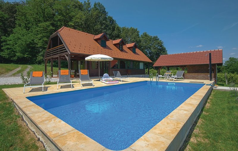 Holiday House Zoe - Kuca za odmor Zoe, vacation rental in Krapinske Toplice