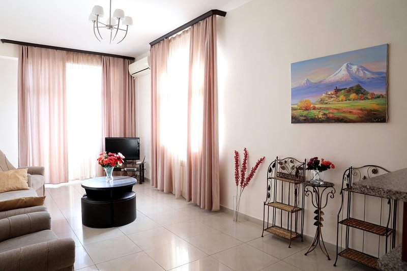 3 Bedroom Apartment on Nalbandyan (New Building), holiday rental in Yerevan
