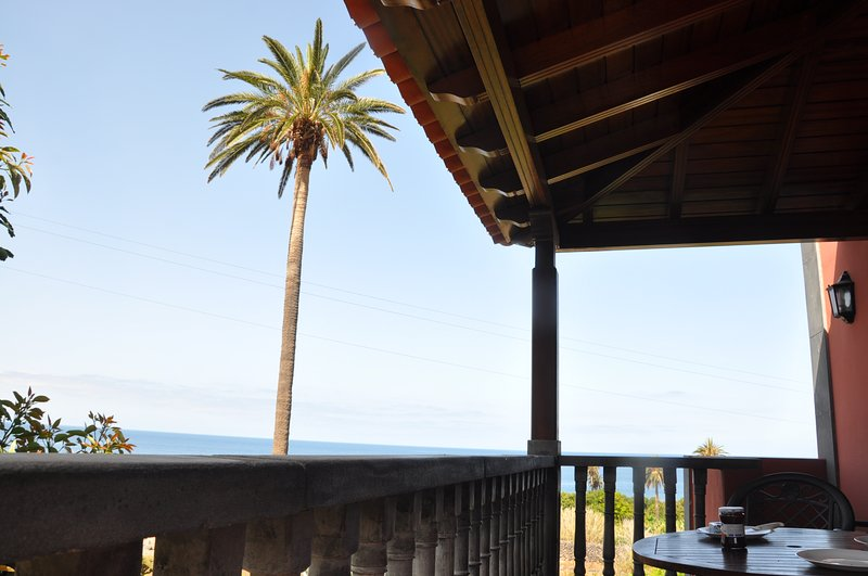 BALCONY WITH OCEAN VIEWS, holiday rental in Arure