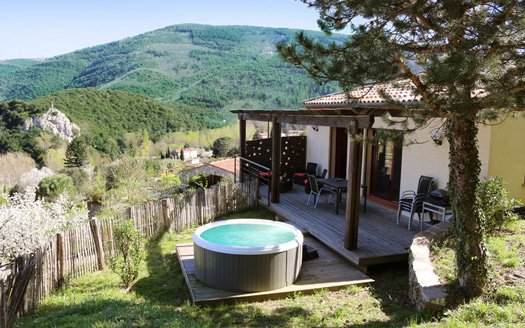 Countryside Carignan Pool and Jacuzzi