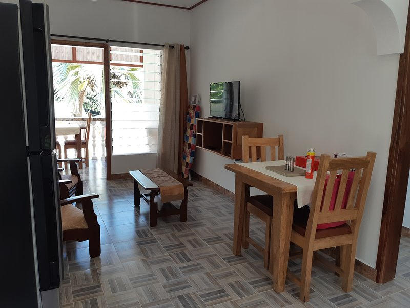 Nice apt with sea view & balcony, holiday rental in Grand Anse