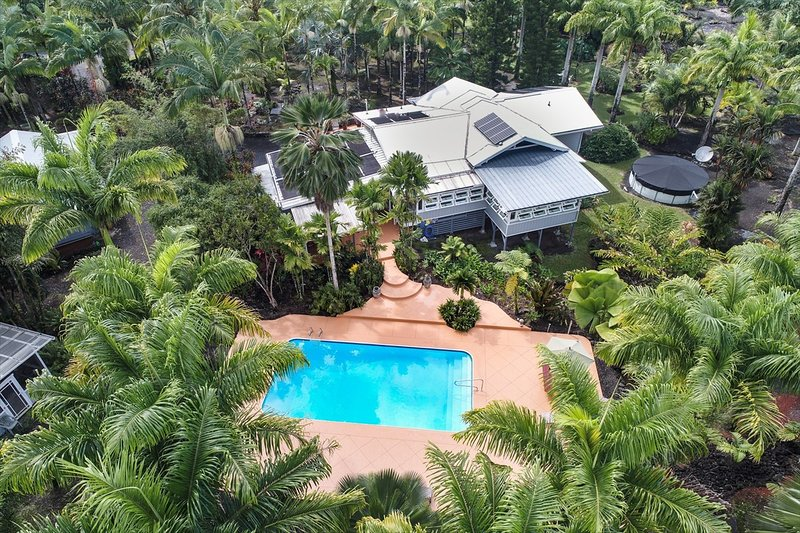 Hale Oliveira: Privacy on 1.85 Acre Palm Plantation with Pool