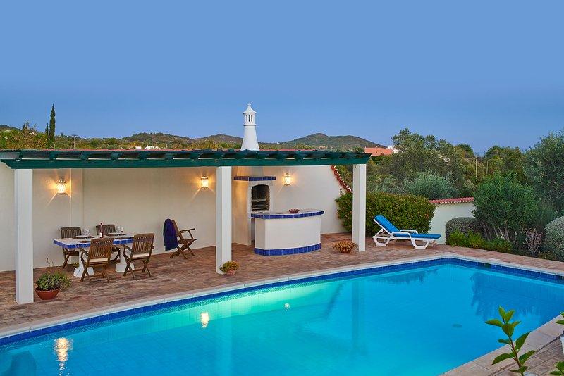 Santa Barbara de Nexe Villa Sleeps 6 with Pool Air Con and WiFi - 5604851, casa vacanza a Santa Barbara de Nexe