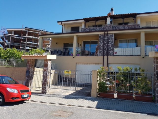 Spacious house with pool access, holiday rental in Badolato Marina