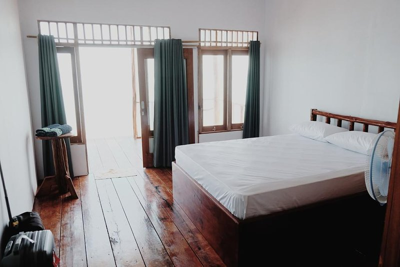 Ora Sunrise View Resort (Bedroom 2), holiday rental in Maluku