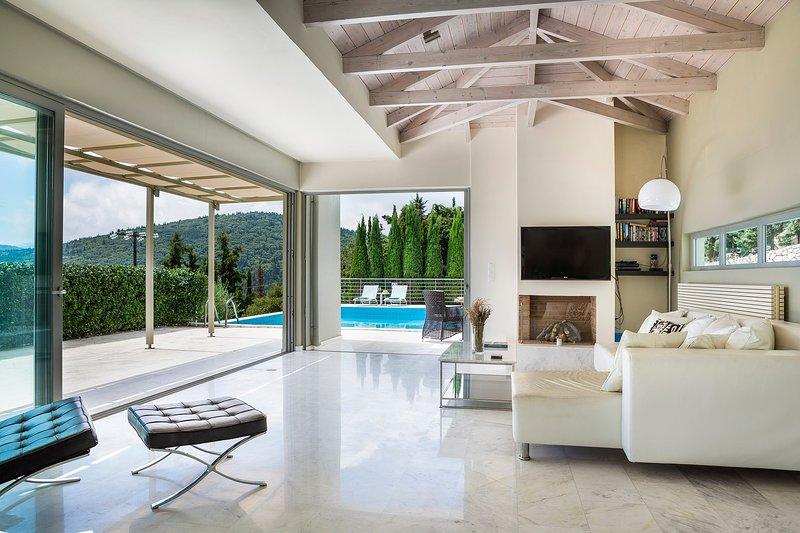 Sterna Villa, Fiskardo, Kefalonia, holiday rental in Platrithias