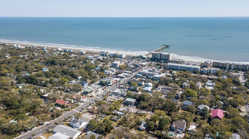 The central district of Folly is only one block away where shopping, dining and nightlife await.