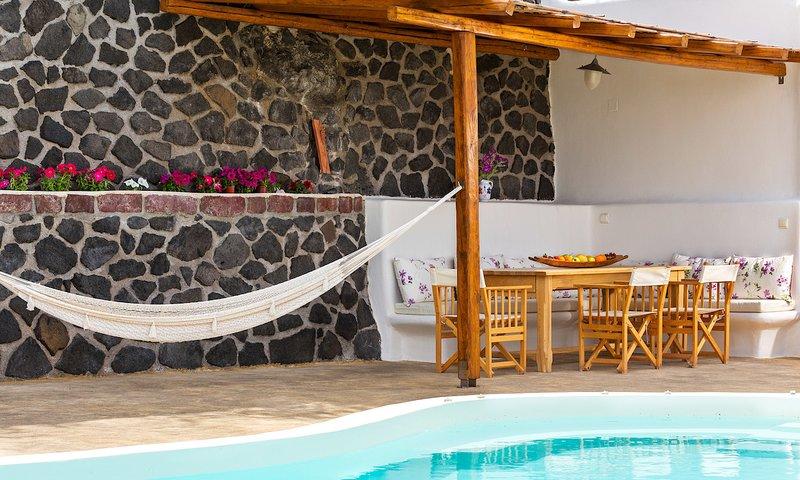 Pori Villa Sleeps 6 with Pool and Air Con - 5700392, holiday rental in Panagia Kalou