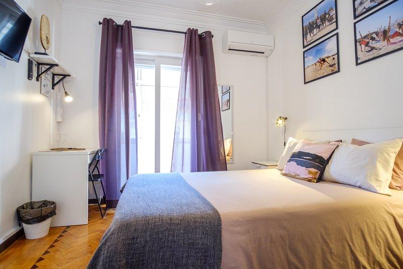 Lisbon Backpackers - Zen Room With Shared Bathroom, casa vacanza a Amadora