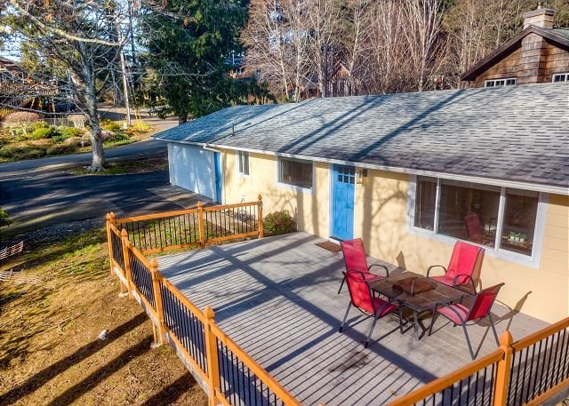 LONELY LLAMA RANCH - Newly updated modern style home in a peaceful location, alquiler de vacaciones en Nehalem
