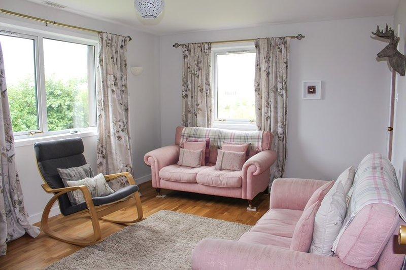 Lingay - Cosy Cottage / 2 min drive to beach / 3 Bed, location de vacances à Isle of Eriskay