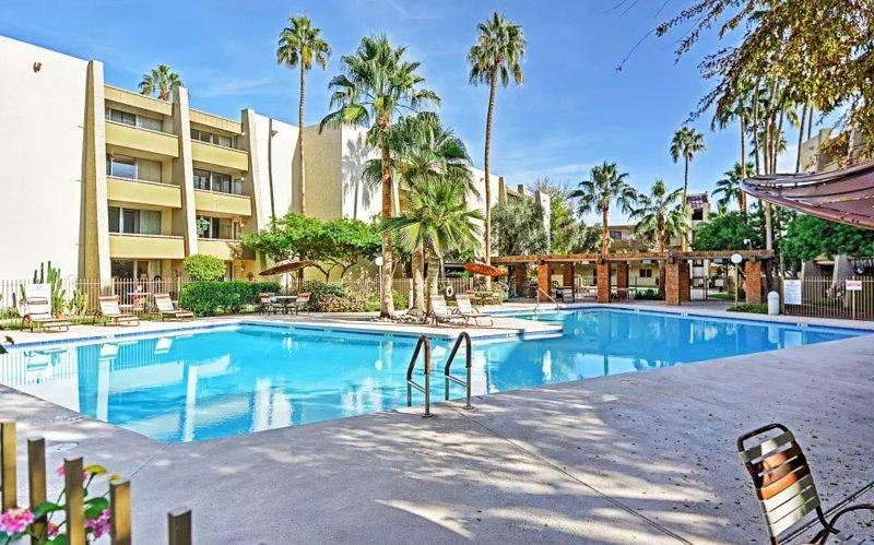 Durante o tempo de inatividade, aproveite as comodidades da comunidade, incluindo uma piscina!