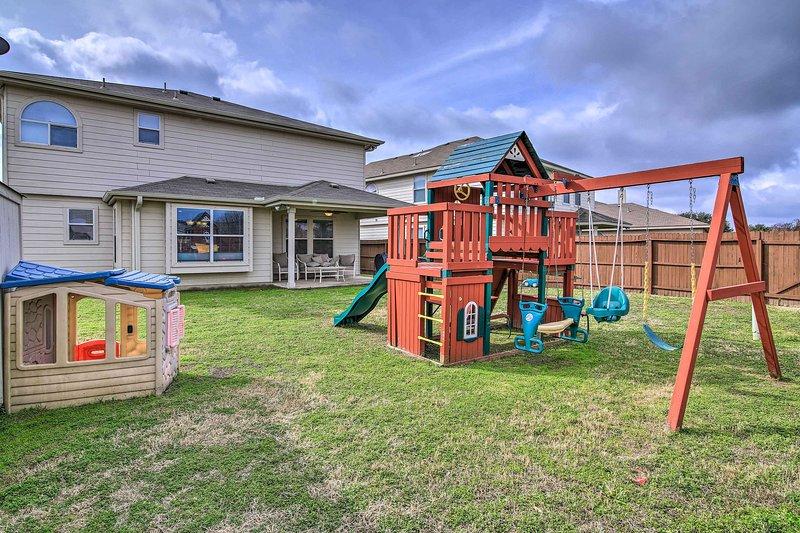 San Antonio Home w/Pool Access - by SeaWorld!, alquiler vacacional en Lakehills